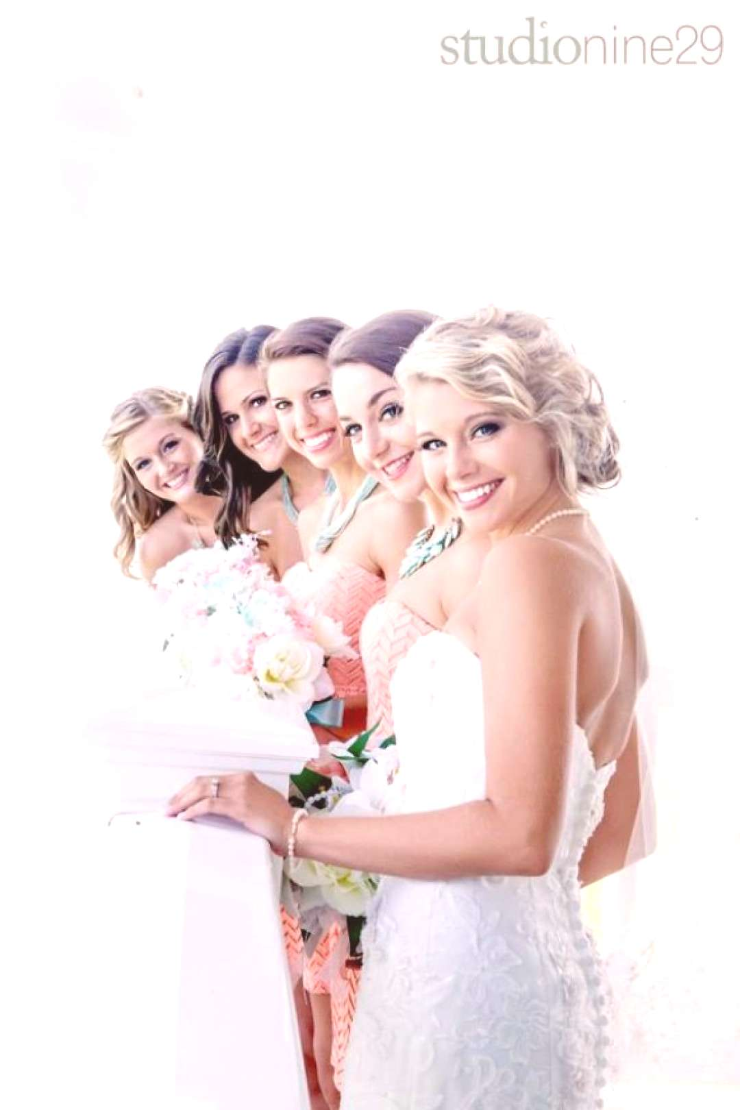 24 Poses That Make for Great Wedding Photos!