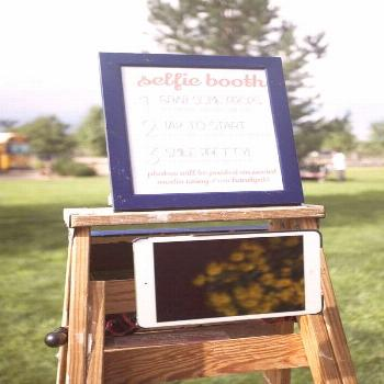 20 Awesome Wedding Photo Booth Ideas for Wedding Photographers -