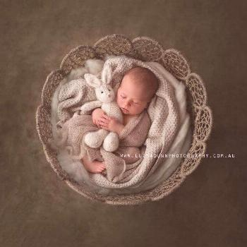 A soft and fluffy bunny perfect for those growing up sessions. It is great to sh  Baby Fotografie
