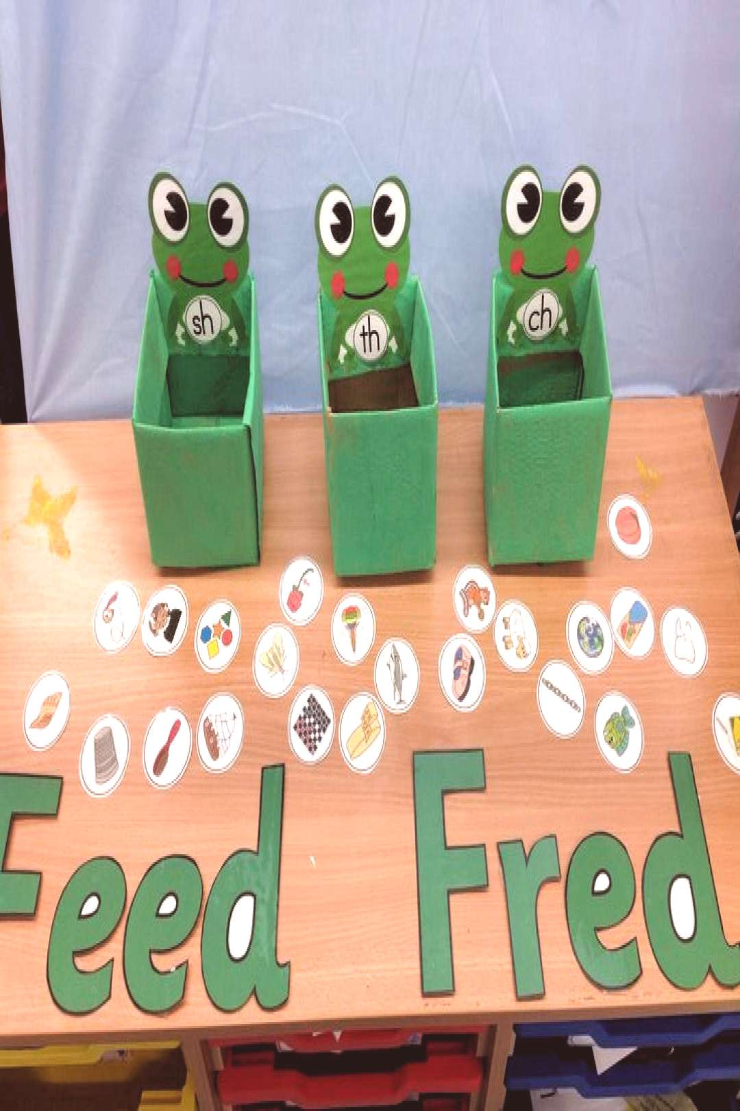 We love this idea - Fred the frog is so cute! Develop childrens phonics ability by encouraging them